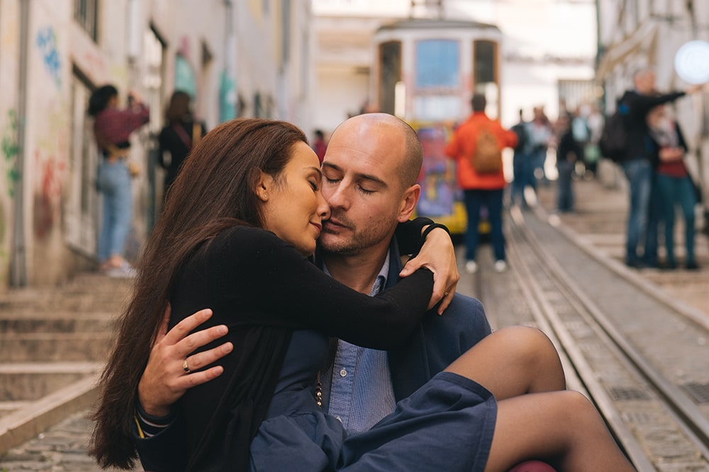 Bisou couple Lisbonne