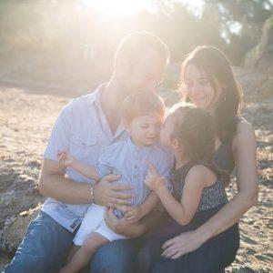 Famille au coucher de soleil à Toulon